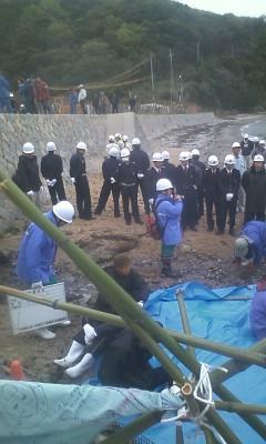 【上関現地レポート】田ノ浦に100人以上の中電社員、作業員、警備員(4月15日10:20)